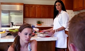 Stepmom India Summer pauperize stepdaughter Kacy Lane