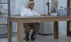 Euro BBW milf Dita works say itty-bitty to pussy with fingers and dildo